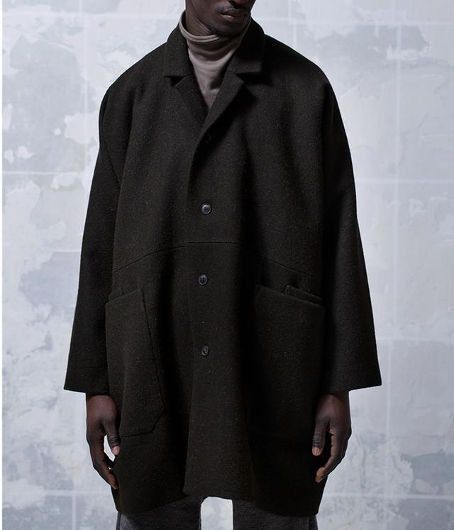 JAN JAN VAN ESSCHE -COAT#21- OVERSIZE FIT ONE-PIECE COAT, WITH LAPEL COLLAR AND PATCH POCKETS