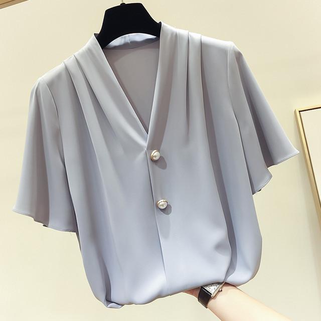 【tops】気質あふれvネック肌に優しい大人気ボタン飾りTシャツ