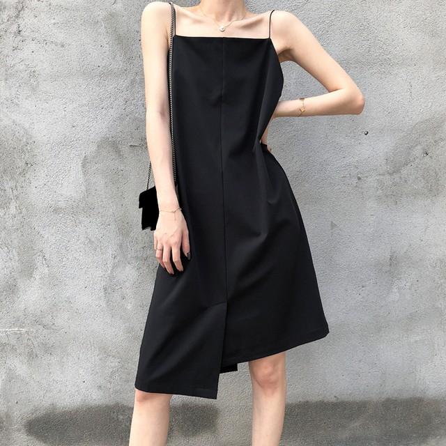 アシンメトリー キャミワンピース 韓国ファッション レディース ワンピース キャミソール ミドル丈 ゆったりウエスト レトロ 大人可愛い ガーリー / Irregular Black Middle Length Suspenders Dress (DTC-613585702944)