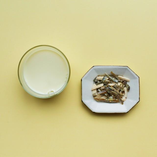TSUKIGASEYA snacks / アーモンド小魚