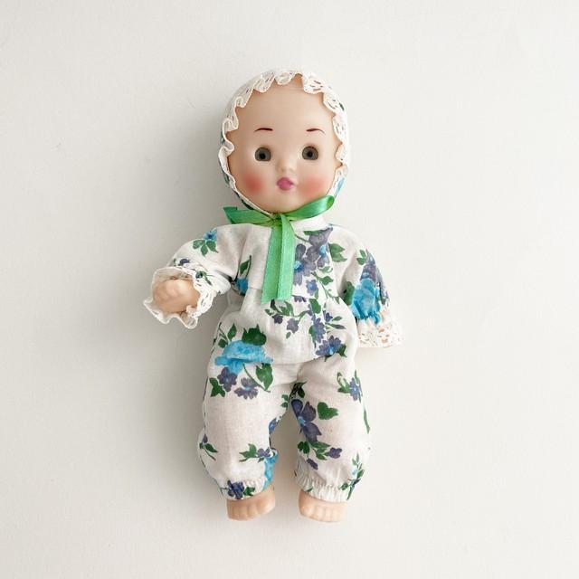 服を着たロシアのソフビ人形(赤ん坊)