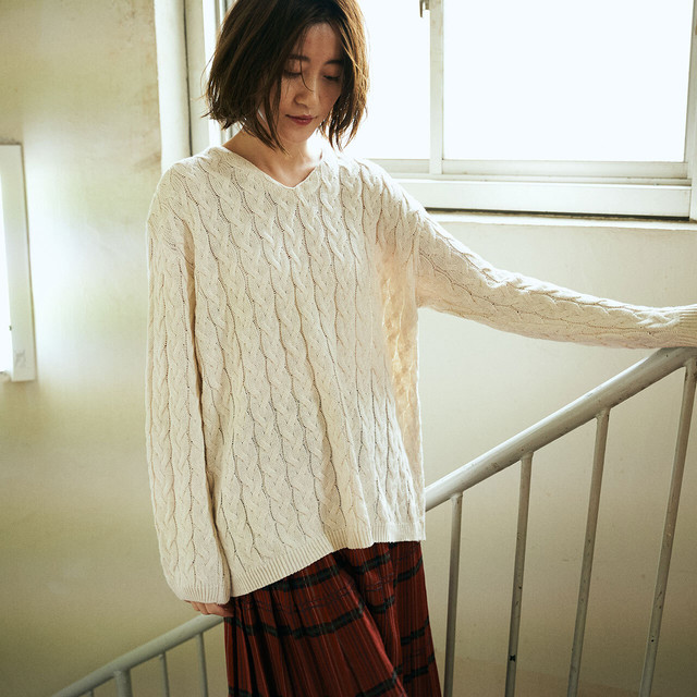White cotton cable knit