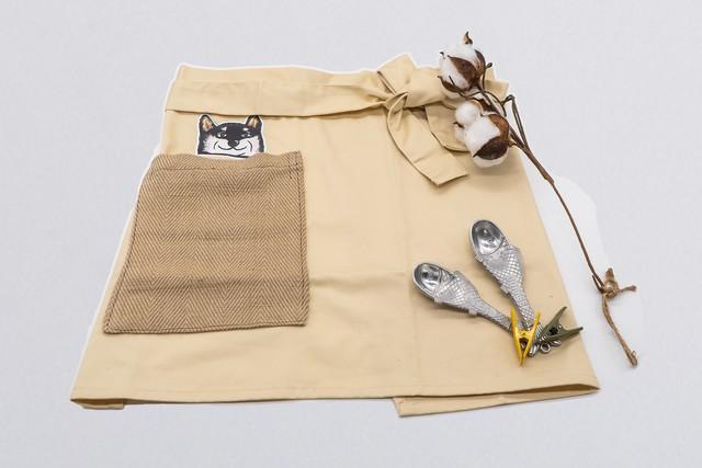 【覗く柴犬シリーズ】ポケットから黒柴さんが覗く可愛すぎるショートエプロン