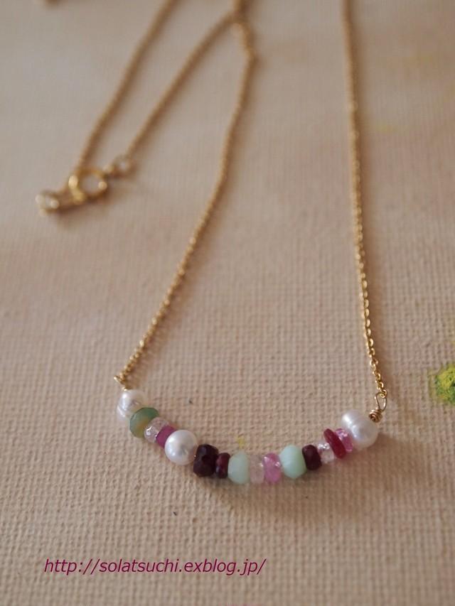 小粒天然石の華奢ネックレス