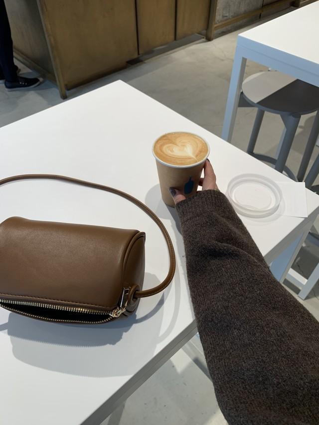【予約】mini cylinder bag / brown  (ご注文から約3週間での配送)