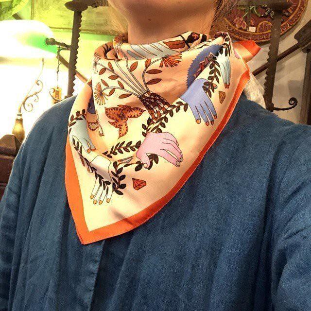 サテンツイルスカーフ Hand Orange
