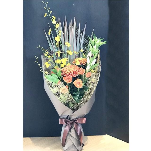 9月20日は敬老の日 日頃の感謝を込めて ビタミンカラースタイリッシュ花束