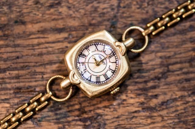 クラシカルなブレスレットタイプの腕時計(Cliff Bracelet/在庫品)