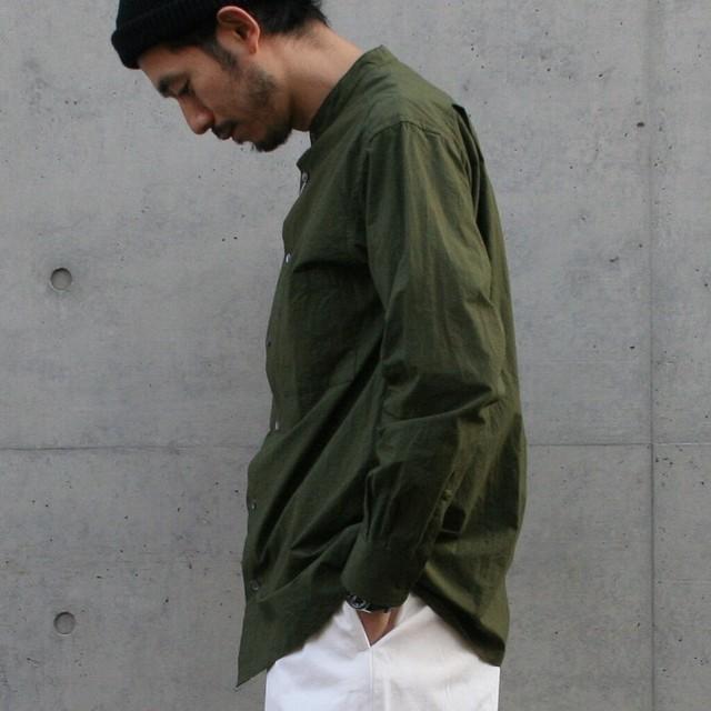 UNIVERSAL PRODUCTS バンドカラー シャツ OLIVE