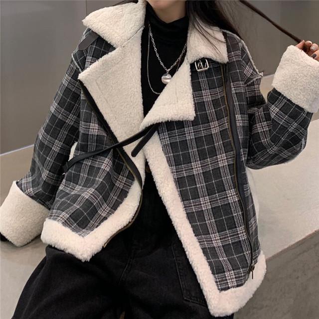 チェック柄 ボアジャケット ボアブルゾン ラムウール 韓国ファッション レディース もこもこ ゆったり 切り替え ジップアップ レトロ 大人可愛い ガーリー / Loose plus velvet thick lambswool plaid jacket (DTC-633370811099)