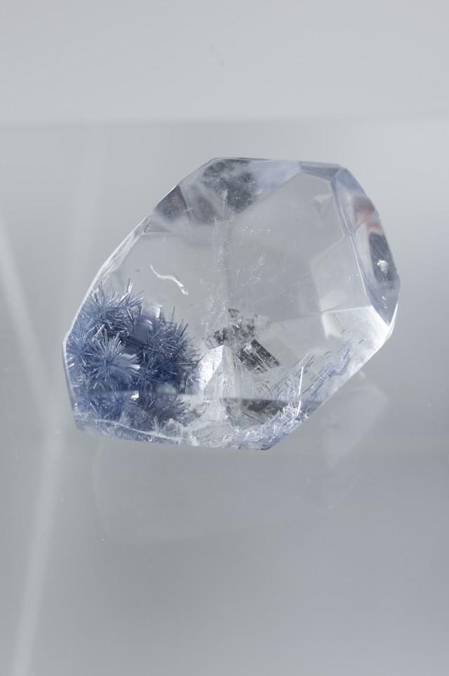 貫入 Dumortierite in quartz - 059