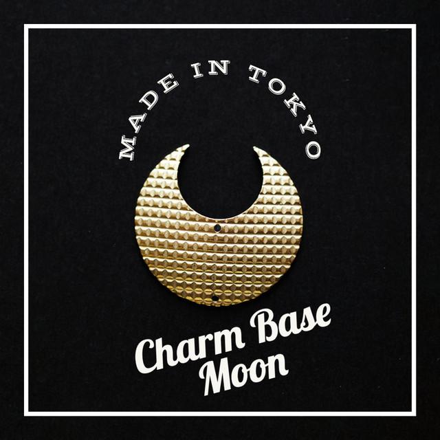 【1個】チャーム・ベース 三日月A(2穴)格子模様(日本製、真鍮、無垢)