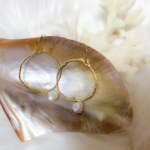 Gold Hoop Pearl Pierce