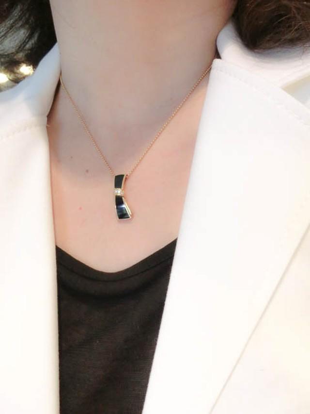 リボンのオニキスXダイヤモンド ペンダント K18