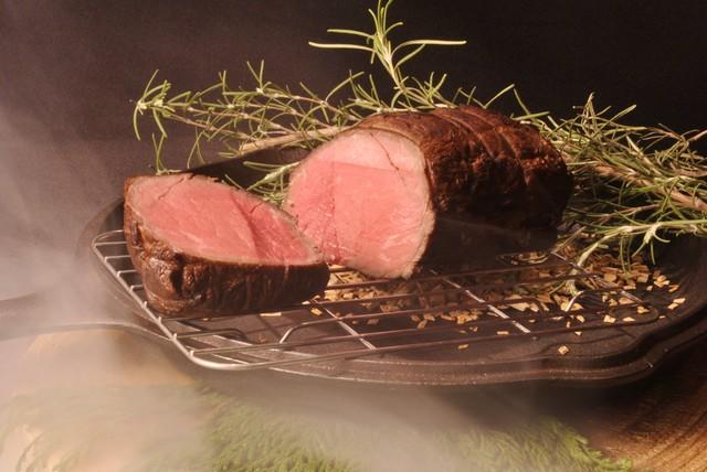 国産牛の燻製ローストビーフ ガーリックたまり醤油マリネ クリスマス島の塩付き (280g)(冷凍)