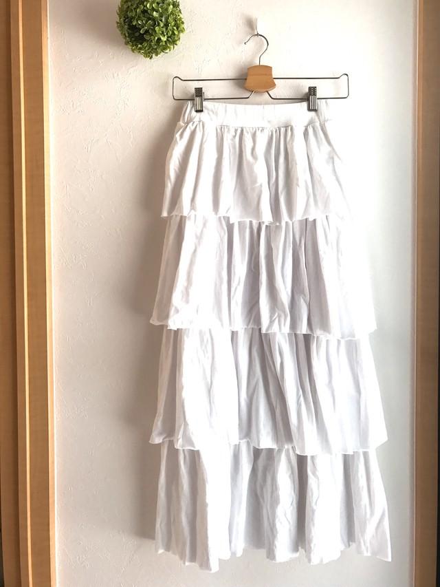 コットン素材のティアードスカート