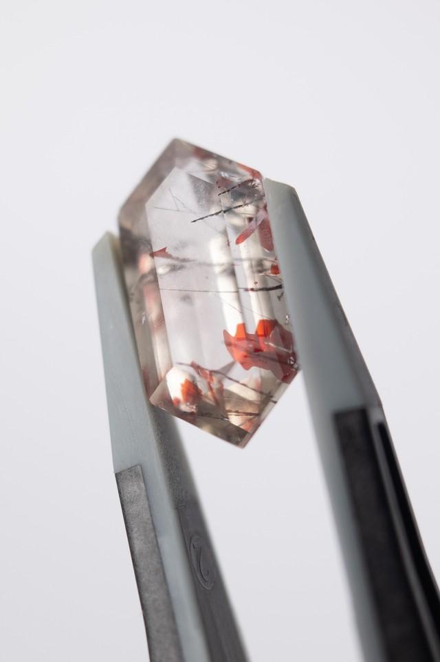 Lepidocrocite in Quartz  - 011