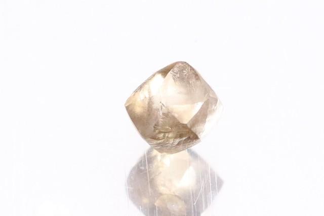 「ソーヤブル」原石 〇天然ダイヤモンド 〇ブラウン 〇0.22ct
