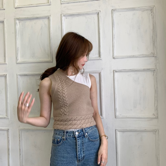 【予約】one shoulder knit vest / beige (ご注文から2~3週間での配送)