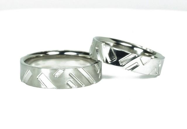 ジルコニウム結婚指輪 格子柄【流れ】和柄のマリッジリング