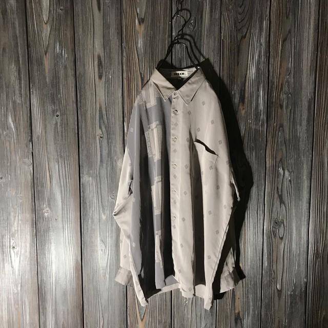 [used]half switching grace shirt