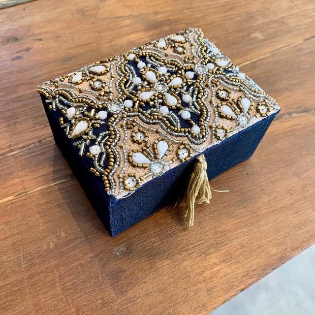 ビーズ刺繍BOX