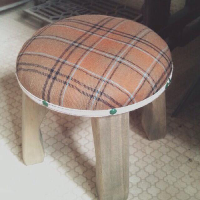 wood market 背の低い椅子 茶チェック丸形