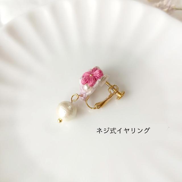 三つ花のブーケ「ラテ」*刺繍糸のお花ピアス/イヤリング