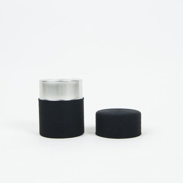 正絹糸巻き茶筒「漆黒」 | 昇苑くみひも × MAGASINN KYOTO