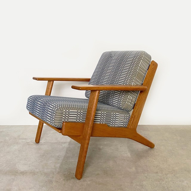 GE290 Easy chair by Hans J Wegner / CH029-2
