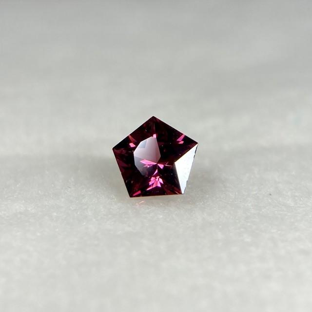星のガーネット  約4.5mm*2.4mm r-0350