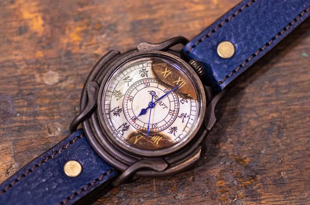 文字盤の一部を焼いた大き目の漢数字の腕時計(Curtis Large/在庫品)