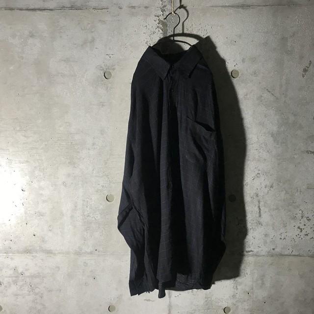 [used] thin dark blue checked shirt