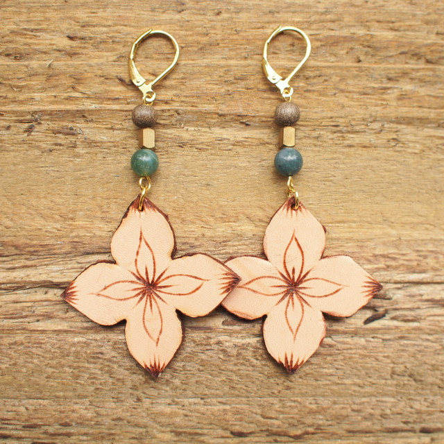 Leather Flower Pierce / Beige