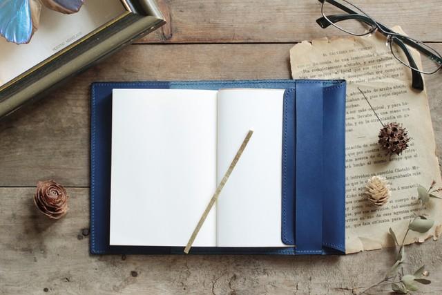 藍染革[migaki]  文庫本ブックカバー(真鍮しおり付)
