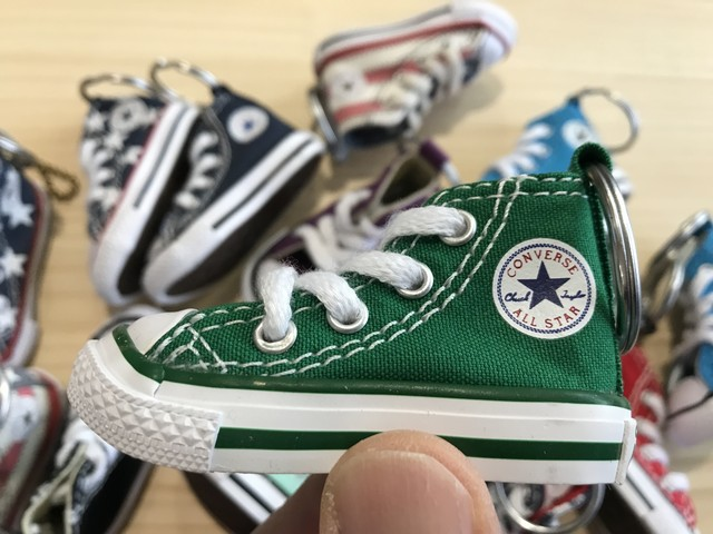 CONVERSE MINI SHOES KEYCHAIN (GREEN)