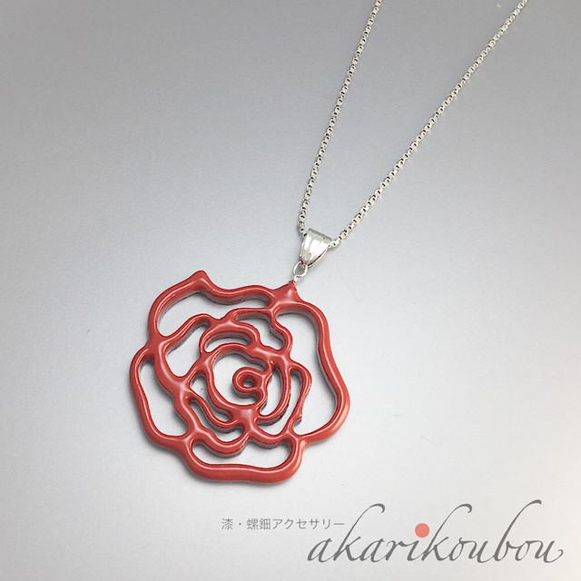 朱漆薔薇透かし彫りペンダント|Silver925 (RP)フリーアジャスターチェーン付