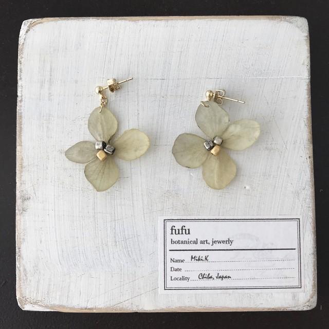 【終了】紫陽花(白)の耳飾り