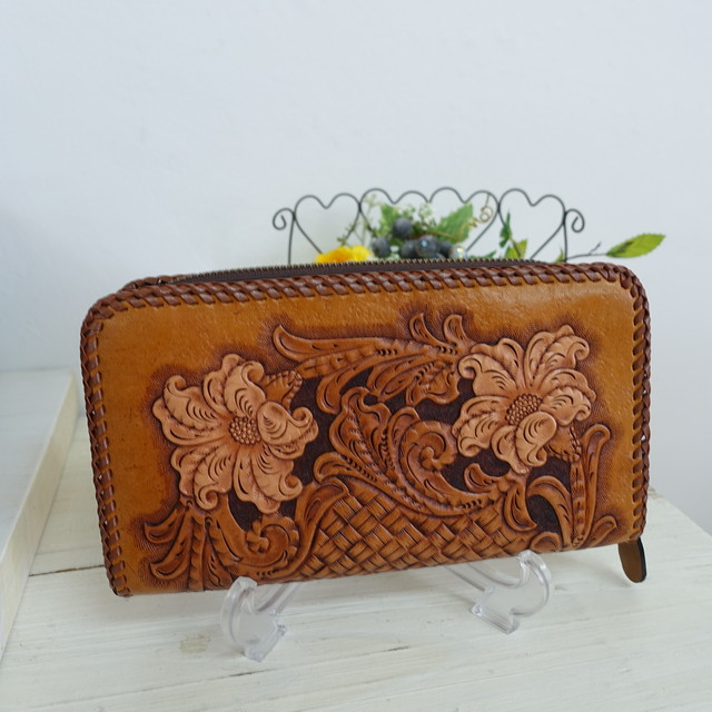BAGみたいにサマになるカービングのお財布~唐草バイカーズ/染色なし(送料無料)