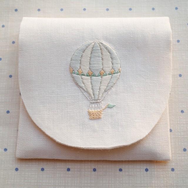 刺繍のキット マーガレットのミニポーチ