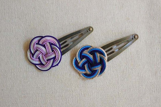 青と紫色の梅水引結びのヘアピンセット