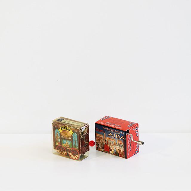 【R-96】紙箱手回しオルゴール2種
