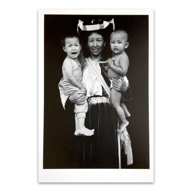 ポストカード タイ人のモノクロのポートレイト 「Baby, Don't Cry Maehongsorn 2005」