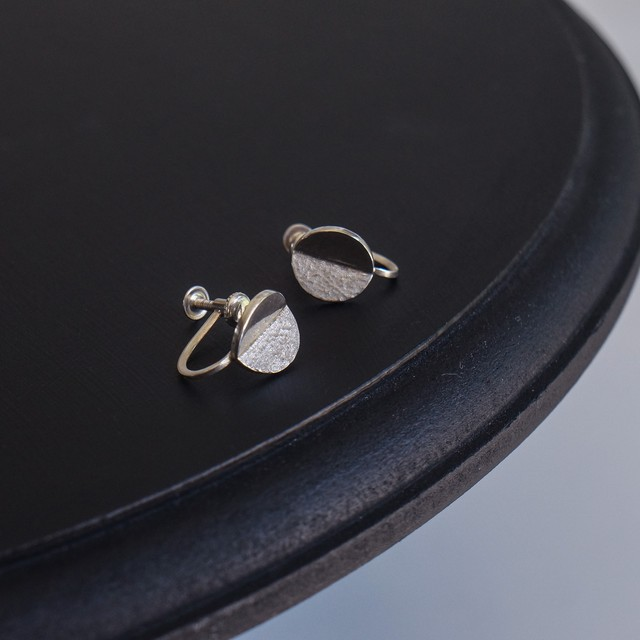 round earring / s