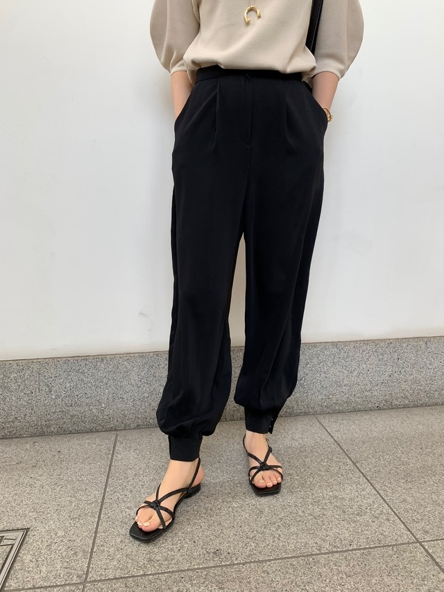 tero tuck pants / black (即納)