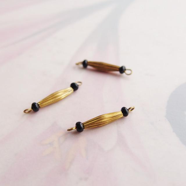 ヴィンテージ 真鍮とガラスビーズのコンビコネクター(ブラック・2コ)