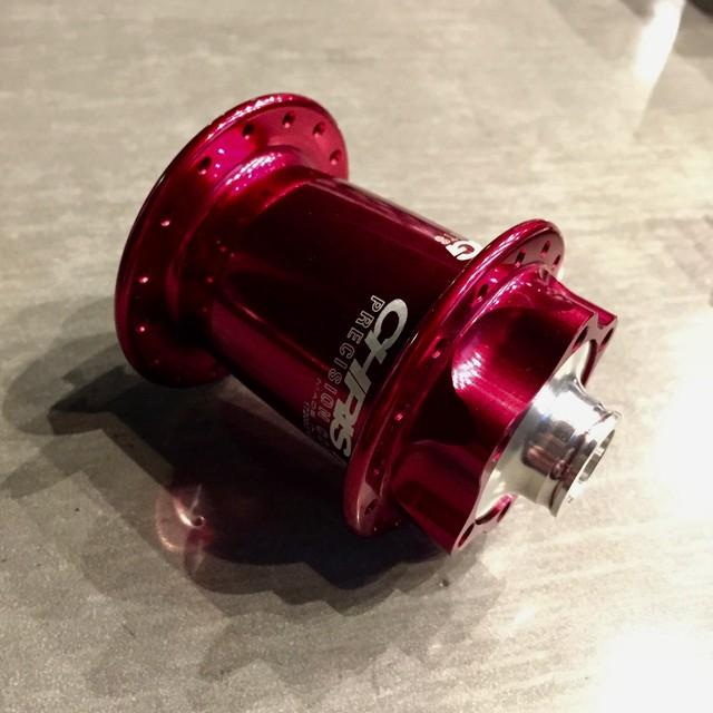 ChrisKing クリスキング ISO LD Front Hub 100mm x 15mm thru 32H Red