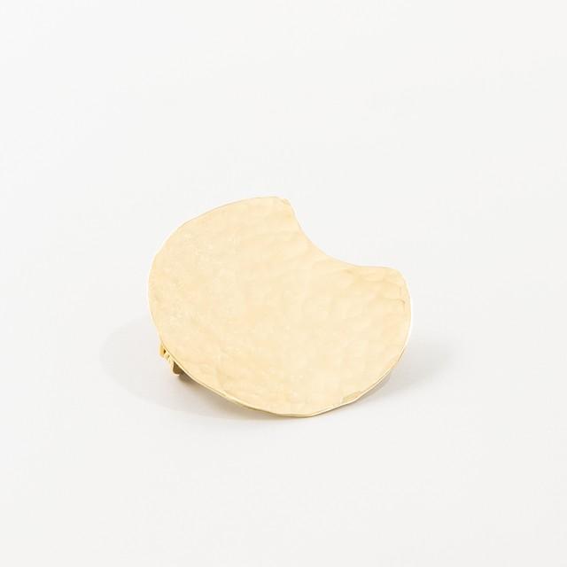 brass brooch【 hammered ・ crescent moon 】