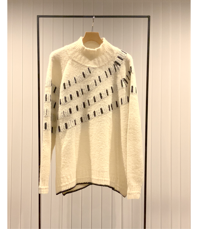 Curve Knitting Jacquard Sweater / Off White