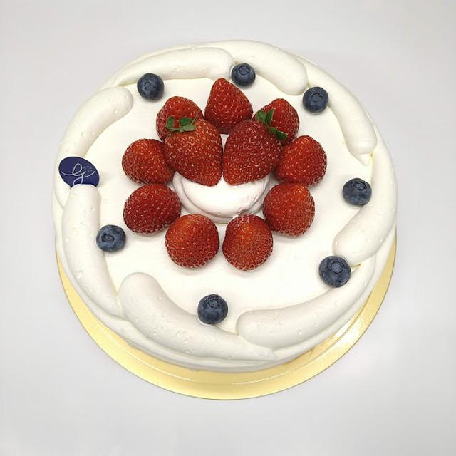 生クリームと真心苺のデコレーションケーキ 6号